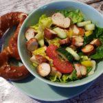 sommerlicher Brezelsalat perfekt fuer heiße Sommertage